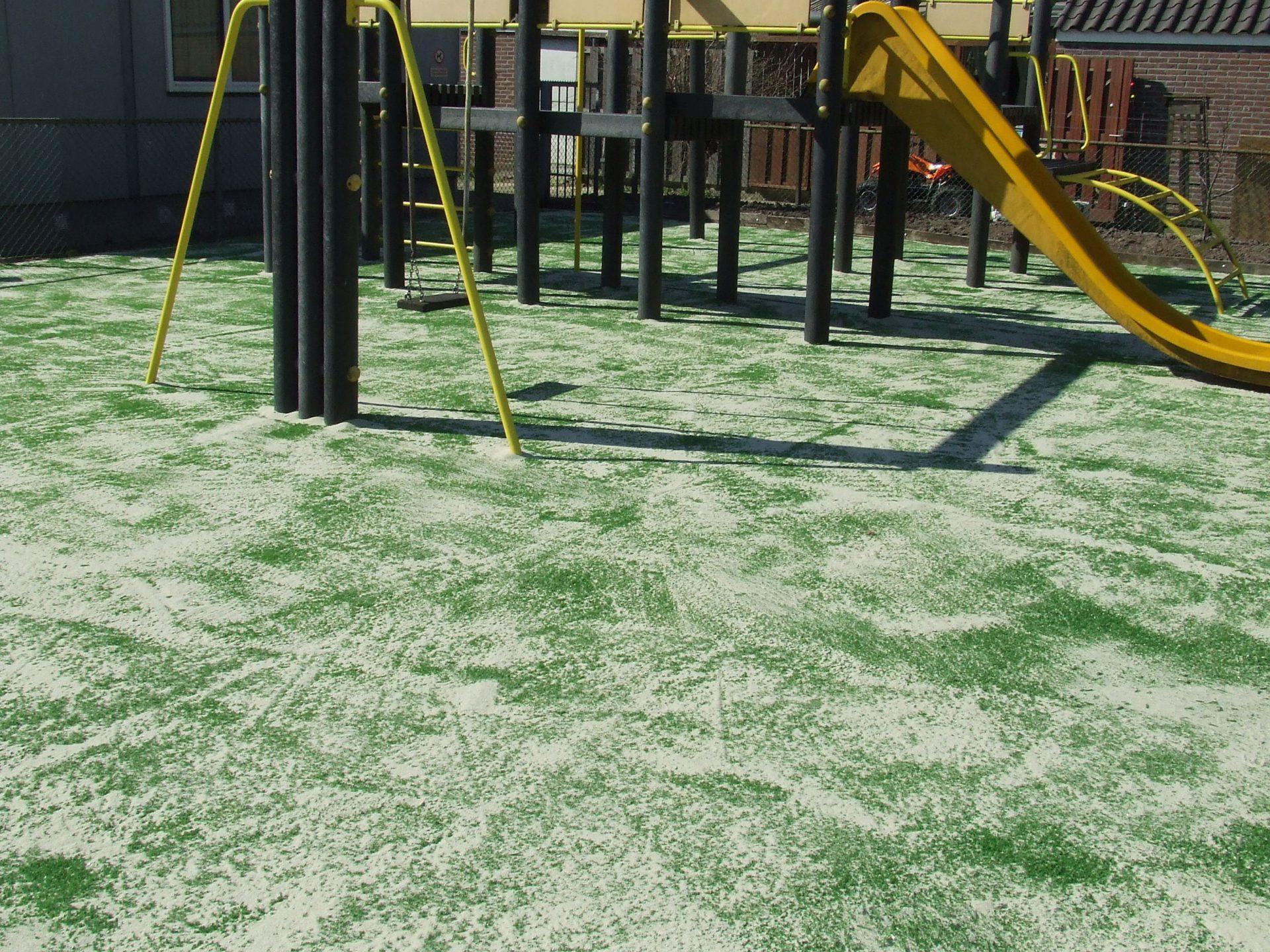buurt en speeltuin aarlanderveen – Zandplaat vervangen door kunstgras